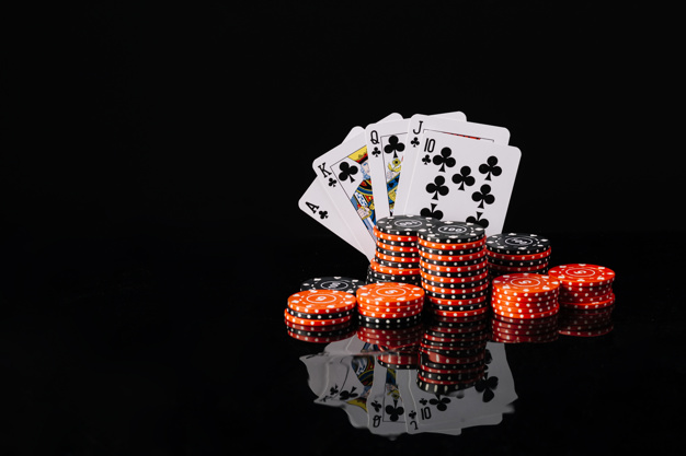 poker-chips-royal-flush-club-reflective-black-background_23-2147937951